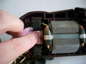 чистка коллектора при ремонте электродрели